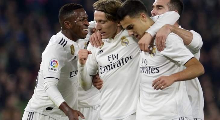 وصول لاعبي ريال مدريد الى فالنسيا