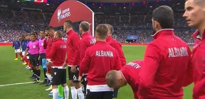 خطأ تقني ادى لتاخير انطلاق مباراة فرنسا والبانيا