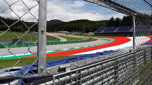 """""""أنهوا العنصرية"""" في النمسا قبل إفتتاح بطولة العالم لسباقات الفورمولا"""
