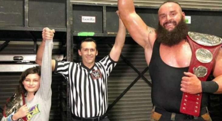 الطفل الذي احرز لقب الزوجي مع سترومان هو ابن موظف في WWE
