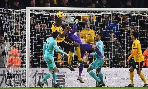 بنيتيز يهاجم حكام انكلترا بعد مباراة ولفرهامبتون