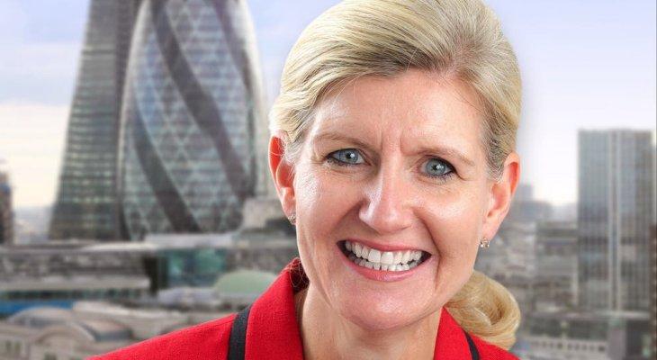 هيويت أول سيدة تتولى رئاسة مجلس الاتحاد الإنكليزي