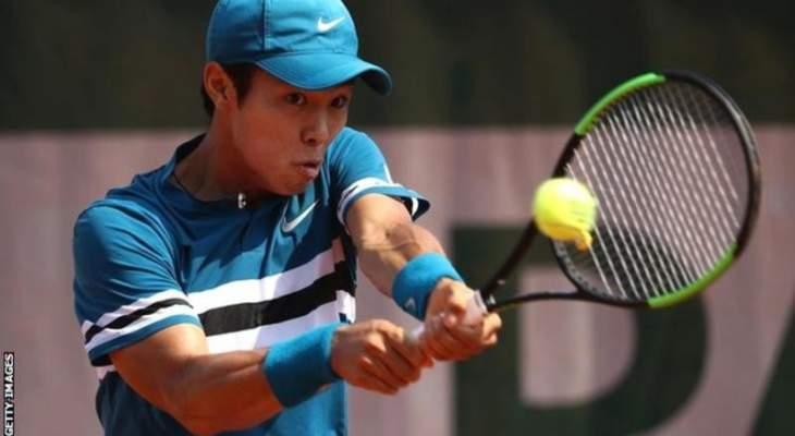 داك هي اول لاعب اصم يفوز بمباراة في بطولات المحترفين لكرة المضرب