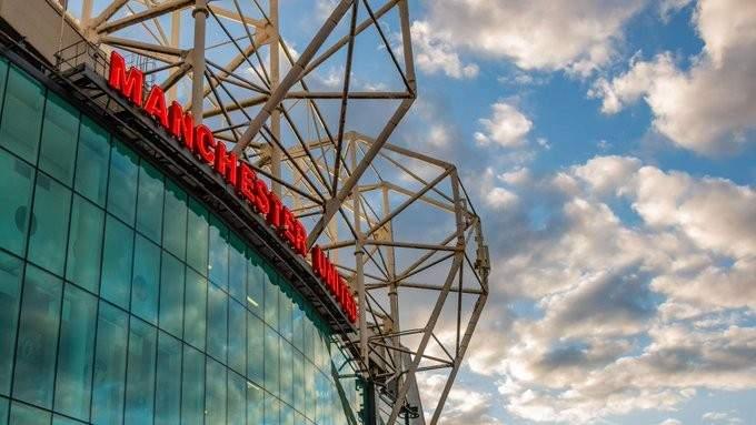مانشستر يونايتد يدعم موظفيه بوجه كورونا