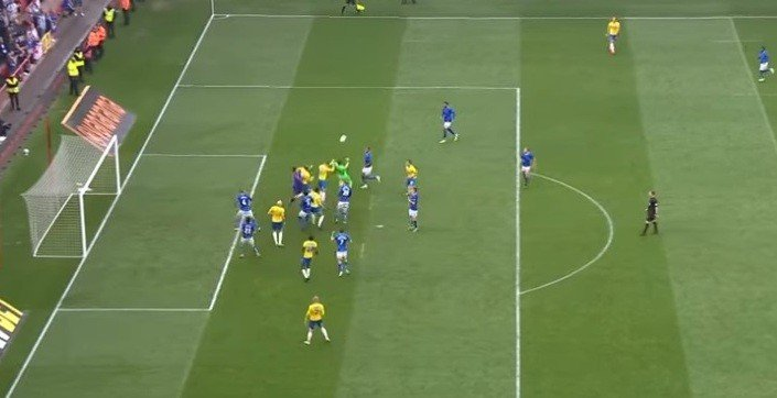 حارس برازيلي يسجّل هدفا بالوقت القاتل