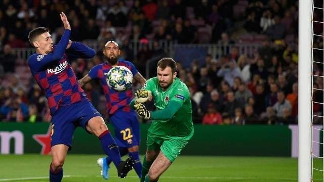 حارس سلافيا براغ ينتقد سلوك ميسي وبعض لاعبي برشلونة