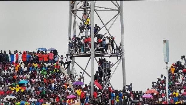 الجزائر تهدد بالانسحاب من لقاء غامبيا بسبب الجماهير