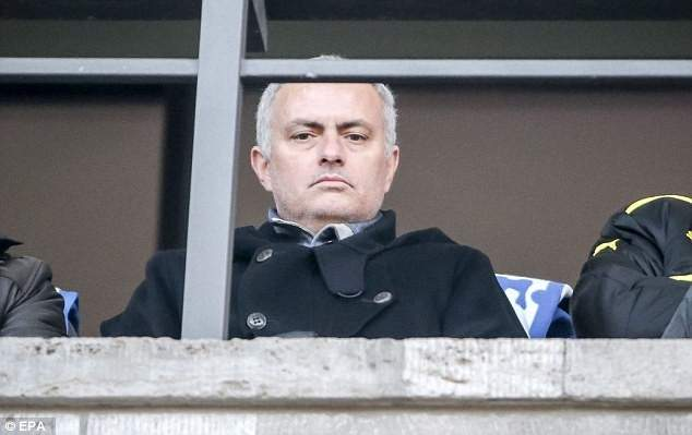 مورينيو يقف بين دي خيا وريال مدريد