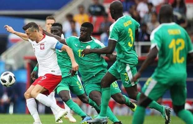ليفاندوفيسكي حزين للخسارة امام السنغال