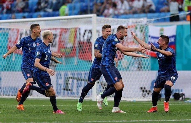 يورو 2020: سلوفاكيا تفاجىء بولندا المنقوصة وتسقطها بهدفين