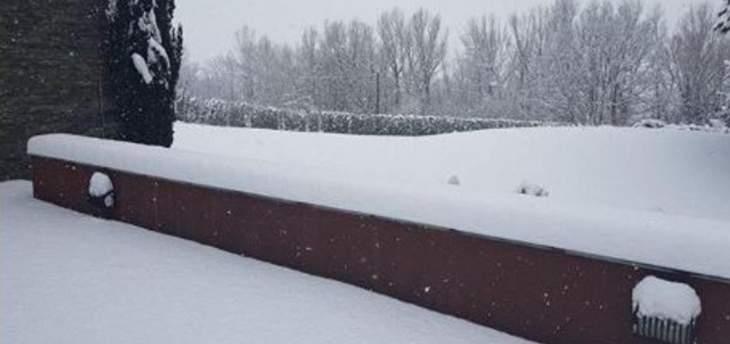 ميسي يمضي وقته على الثلوج بعيدا عن الملاعب