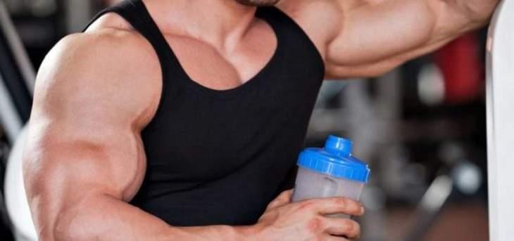 هل مخفوق البروتين هو الوسيلة الافضل لزيادة العضلات؟