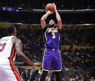 NBA: الليكرز يعزز صدارته غربياً وتورنتو الى الوصافة شرقياً