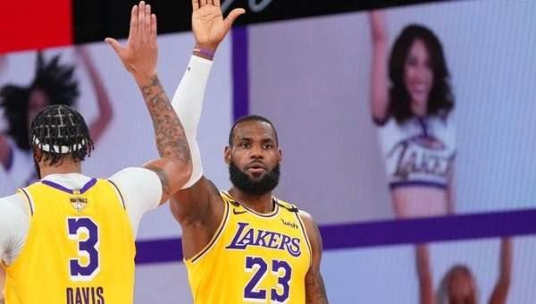 NBA: ليكرز يفوز على هيت ويتقدم 1-0 في السلسلة
