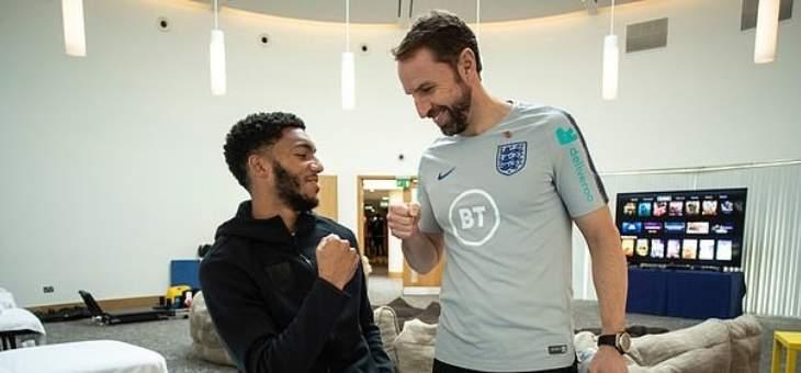 لاعبو منتخب انكلترا يعتبرون ان ساوثغايت تمادى في الرد على ستيرلينغ