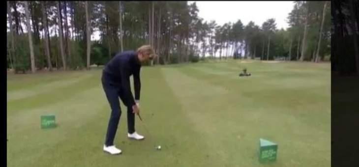 كراوتش يمارس رياضة الغولف