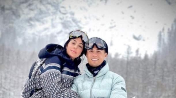 جورجينا تعايد رونالدو بصورة بين الثلوج