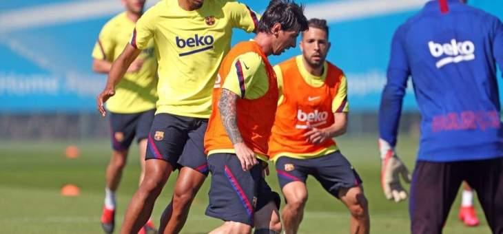 برشلونة يؤكد تعرض ميسي للاصابة  والمعالج يزوره في بيته